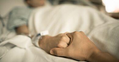Ragazza di 26 anni ricoverata al Policlinico di Milano con trombosi cerebrale: 2 settimane fa aveva fatto il vaccino AstraZeneca